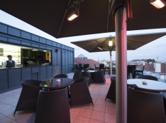 Rooftop do hotel The Vintage Lisboa aberto para jantares